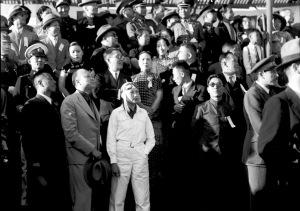 006 民國二十五年九月二十四日滬獻機祝蔣委員長五十壽,典禮台上各聞人仰看飛機表演時情形,(前左二)吳鐵城