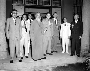 035 民國三十九年十一月二十四日聯合國紀念日〈左起〉吳鐵城、張群、菲領迦西亞、于右任、藍欽公使、美領事、菲公使艾德瓦、朱家驊會長。