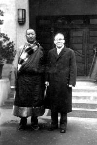 038 民國三十三年一月六日西藏拉卜楞代表團一行六人抵達重慶市訪問,受到吳鐵城等人歡迎。