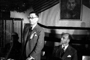 060 民國三十年五月一日國民外交協會歡迎美大使詹森歡迎傑姆士羅斯福 (左起)吳鐵城、小羅斯福