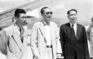 082 民國四十二年十月六日菲律賓華僑領袖吳金聘返國吳金聘(右)、吳鐵城(中)、黃天爵(左)