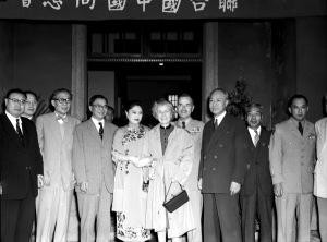 086 民國四十二年五月十四日聯合國同志會酒會歡迎蔣廷黻先生,(左二起)吳鐵城、蔣廷黻