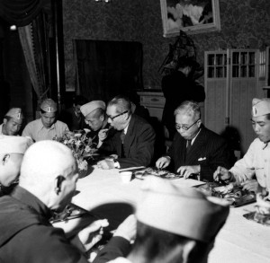 088 民國四十年三月二十八日改造委員會招待優秀青年居正、王世杰、吳鐵城與政府首長與優秀青年
