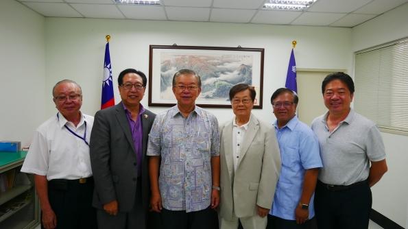 左起:陳樹華秘書長、金聲白會長、黃海龍理事長、麥錦鴻會長、連元章總會長、孫序彰會長。